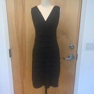 Simple, horizontal, playered skirt / v neck line
